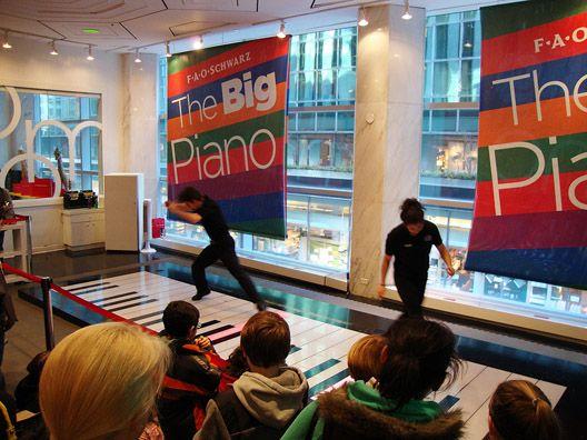2011_03_fao-schwartz-piano1